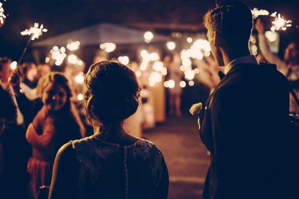 En fest planerad av ett par som gifter sig
