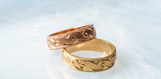 Trendiga bröllopsringar i guld och mässing