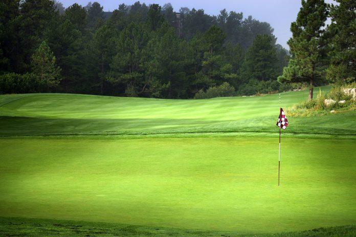 Boka ett prisvärt golfpaket med hotell | Yoloo